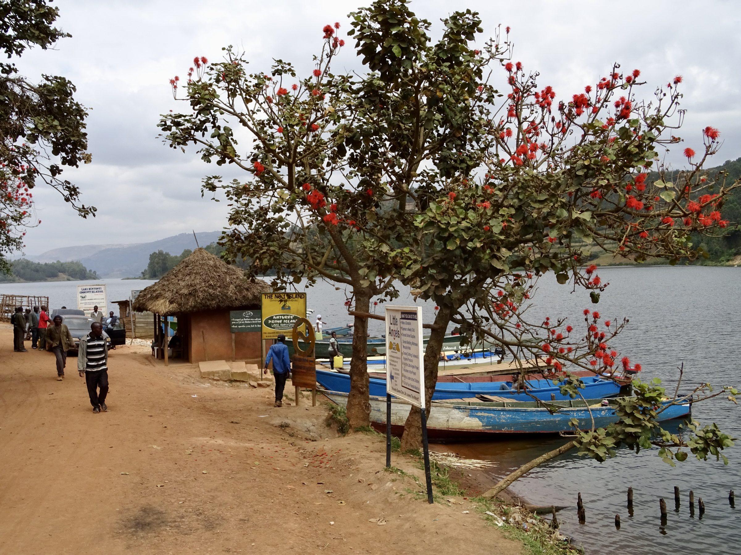 Aan de oever van Lake Bunyonyi