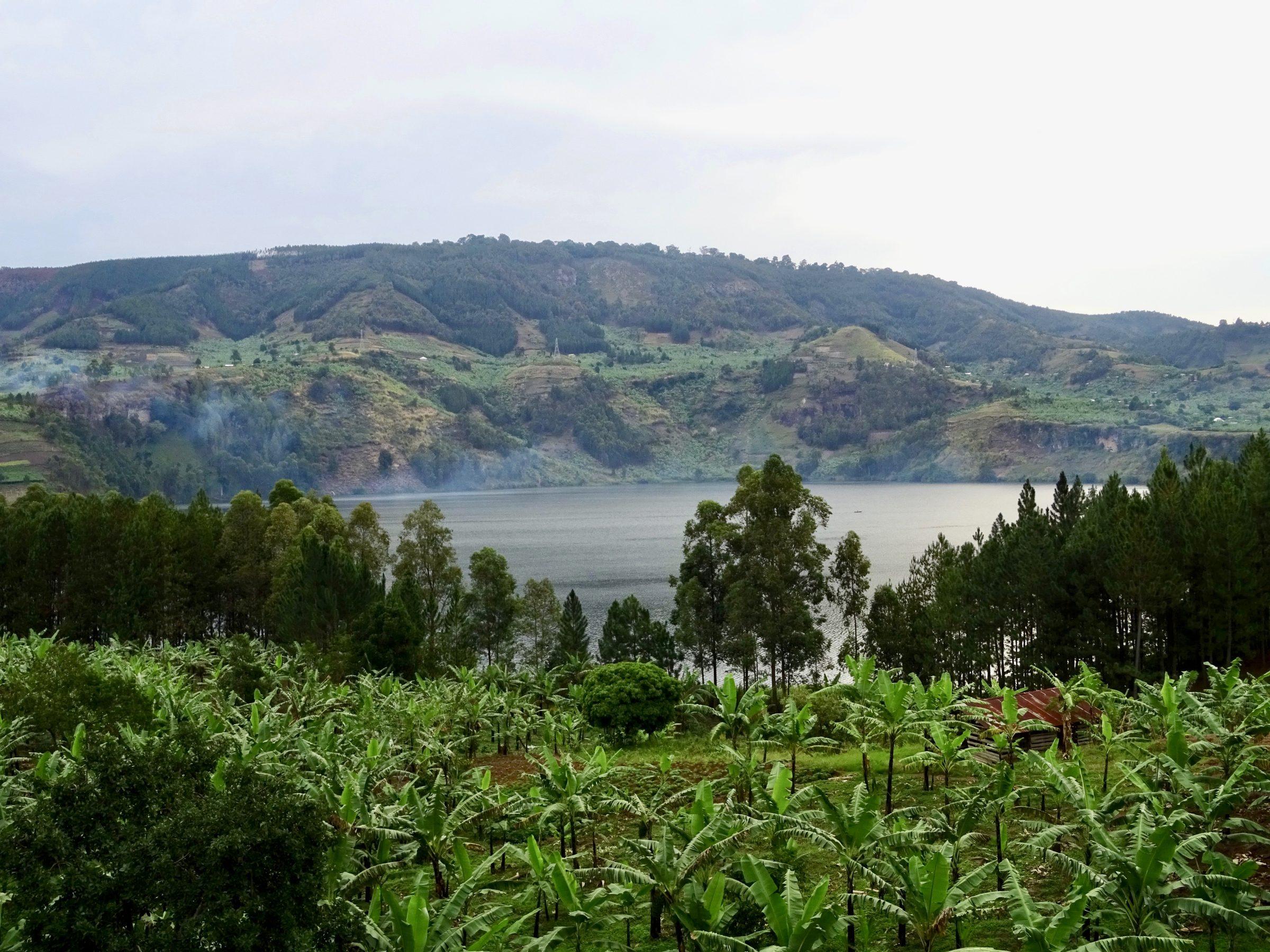 Lake Nkugute, een van de 52 kratermeren van Bunyaruguru