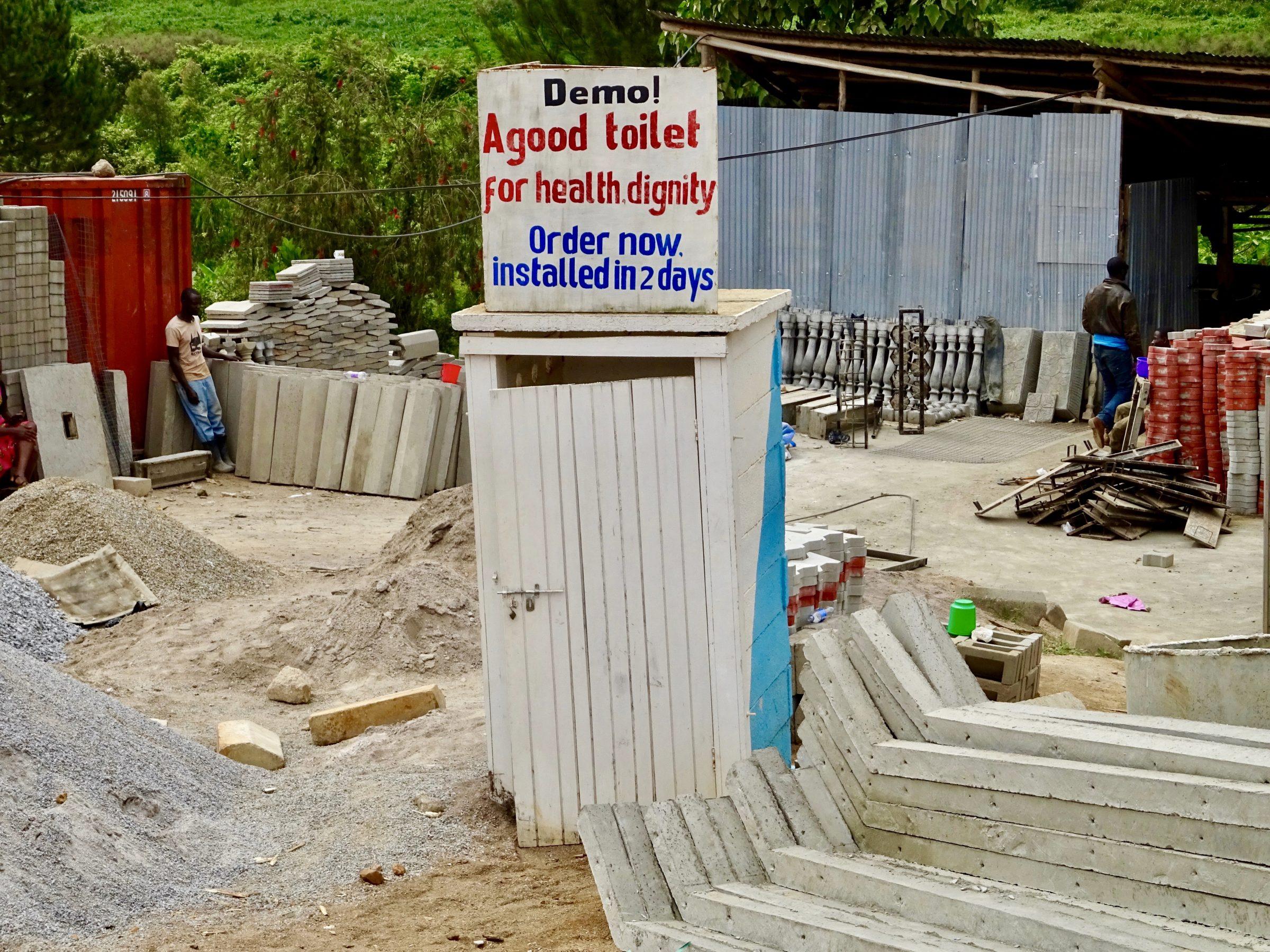Demo toilet vlakbij Masaka