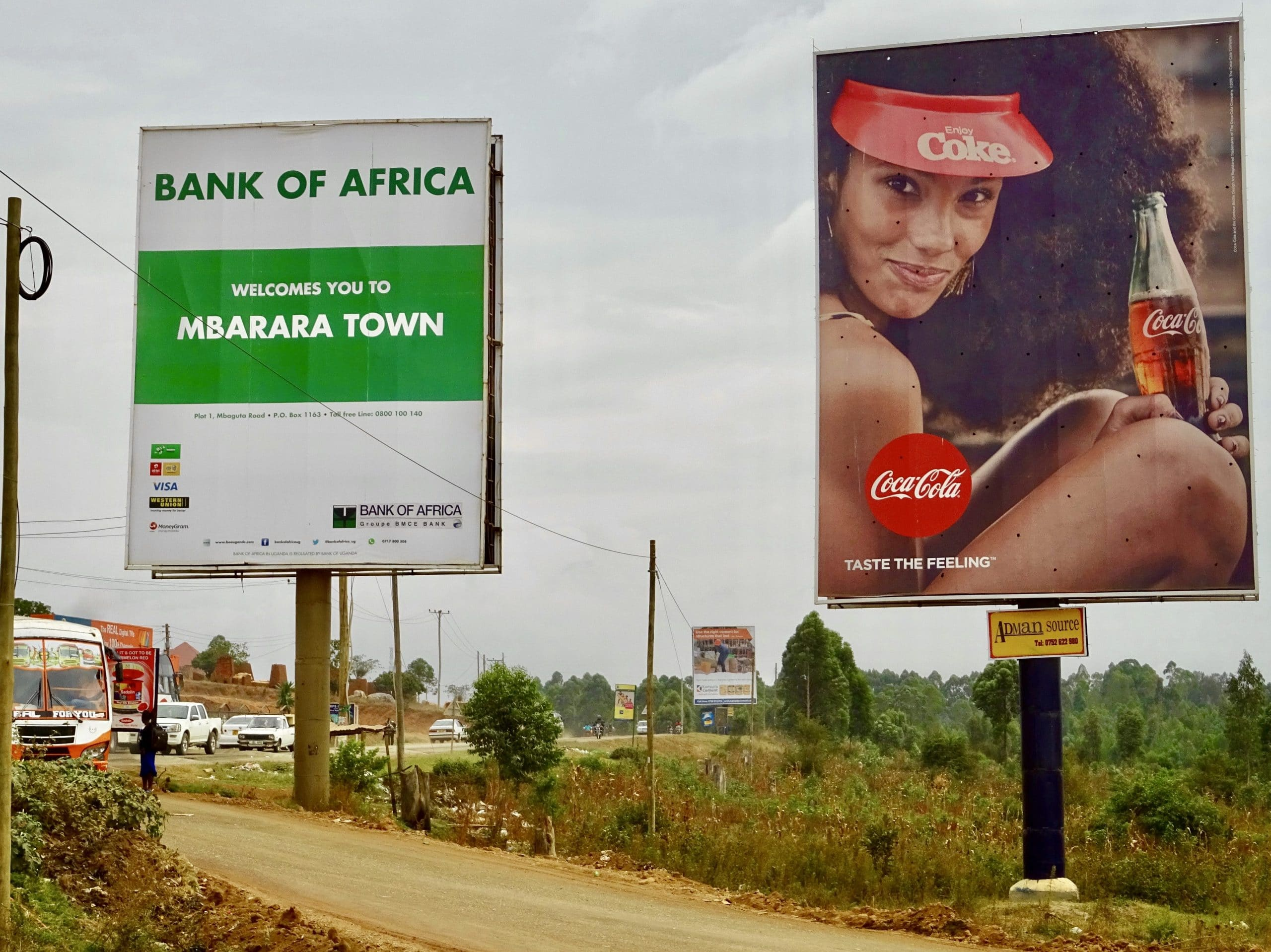 Billboards aan de rand van Mbarara