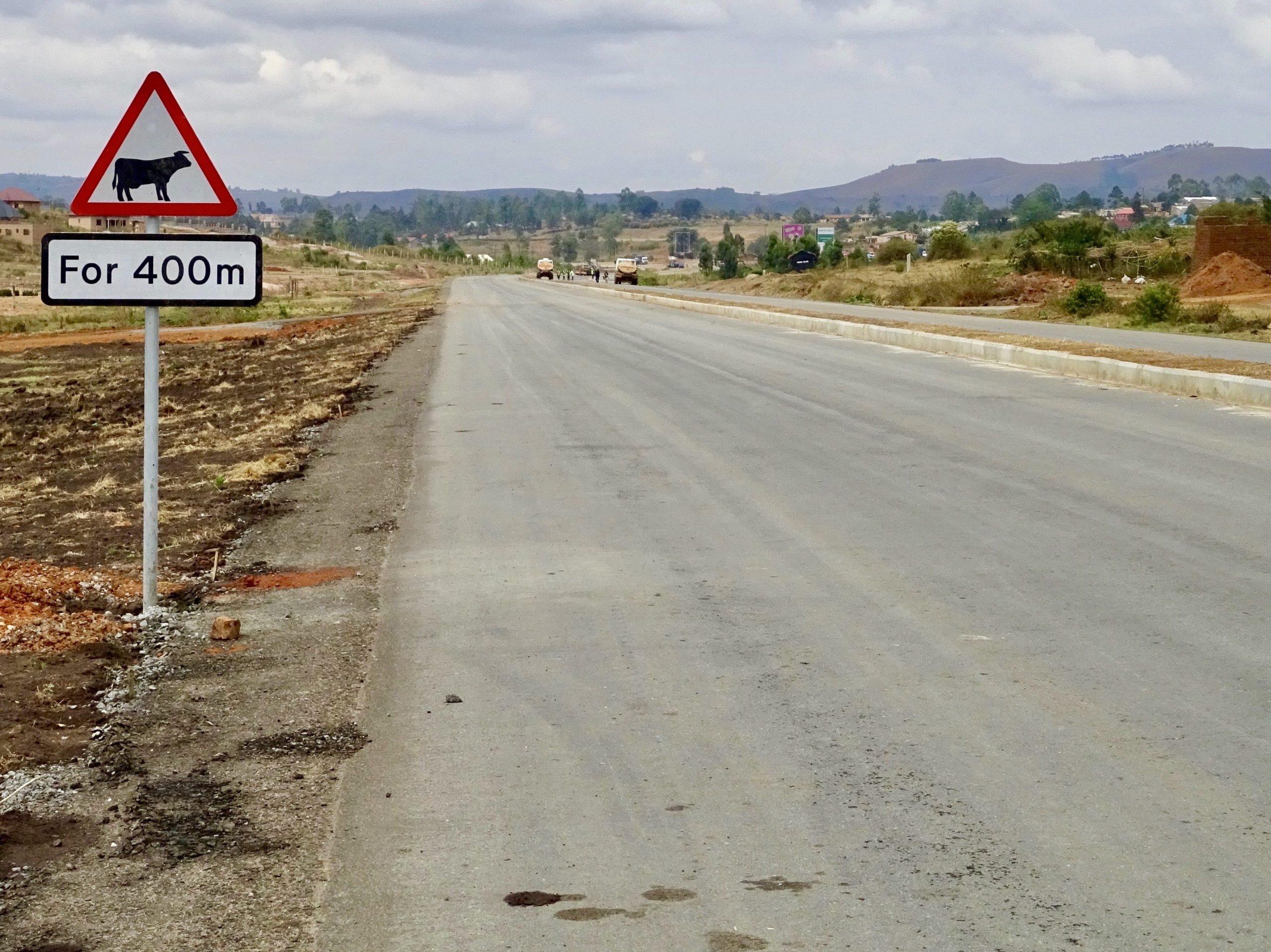 De gloednieuwe bypass road in Mbarara