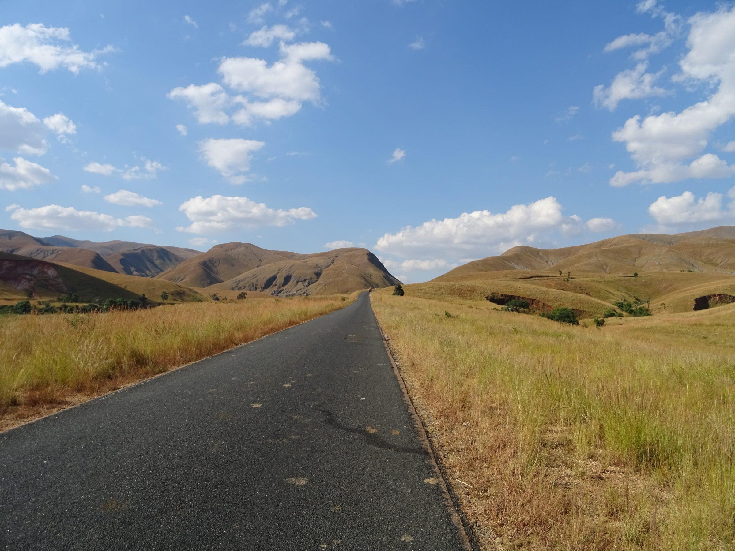 Perfect asfalt op weg van Miandrivazo naar Antsirabe