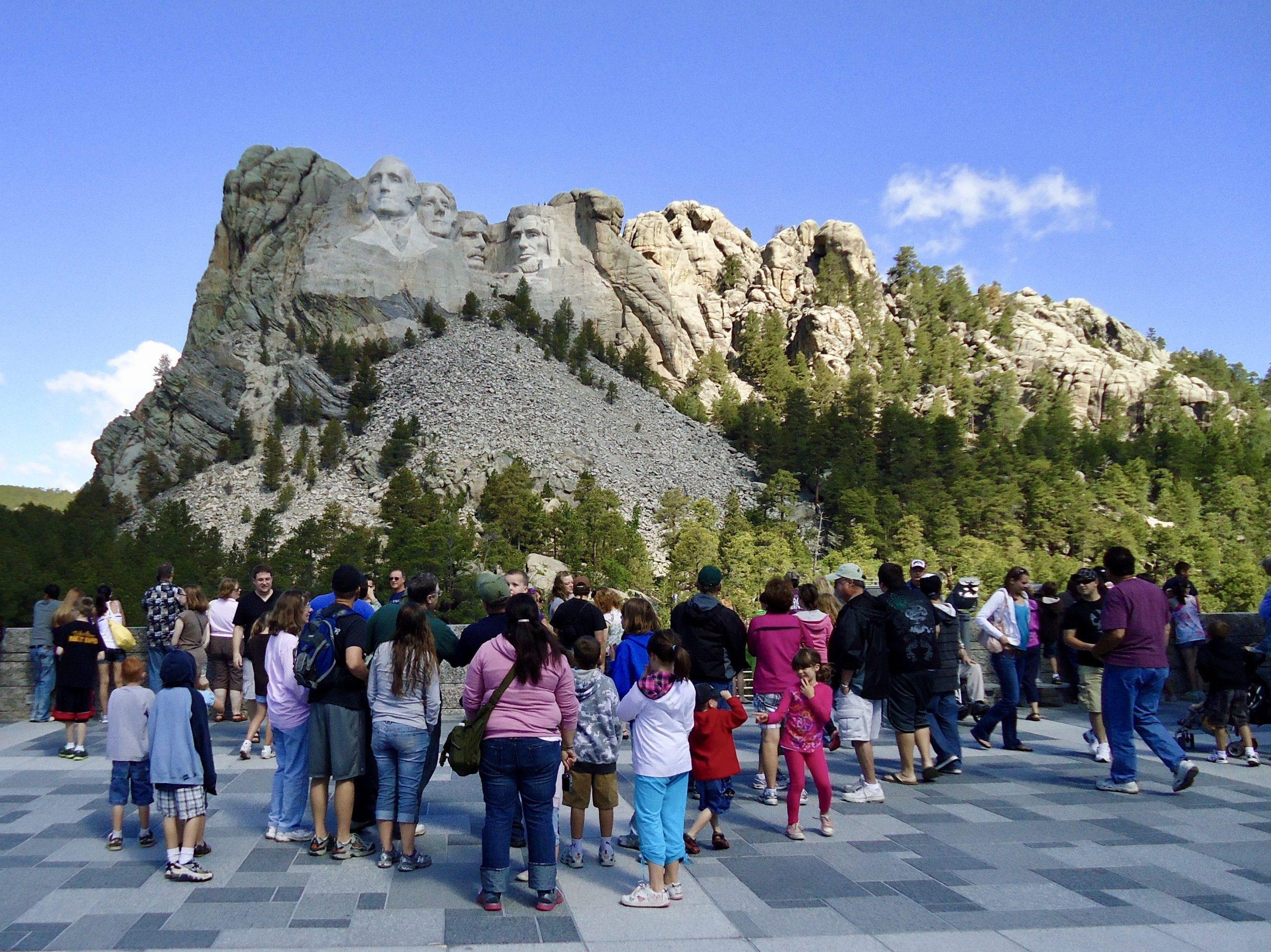 Bezoekers bewonderen Mount Rushmore, South Dakota