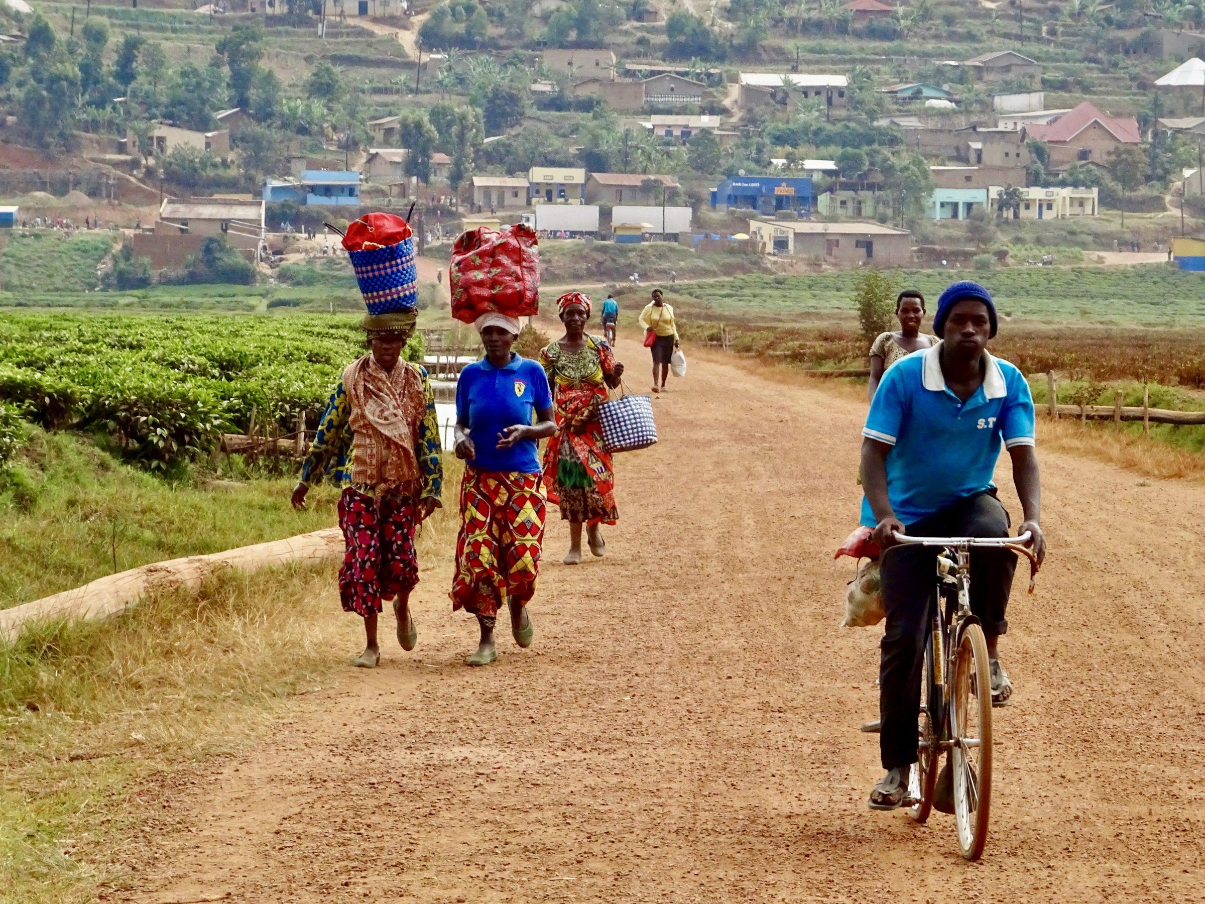Op weg naar huis, Mulindi, Rwanda