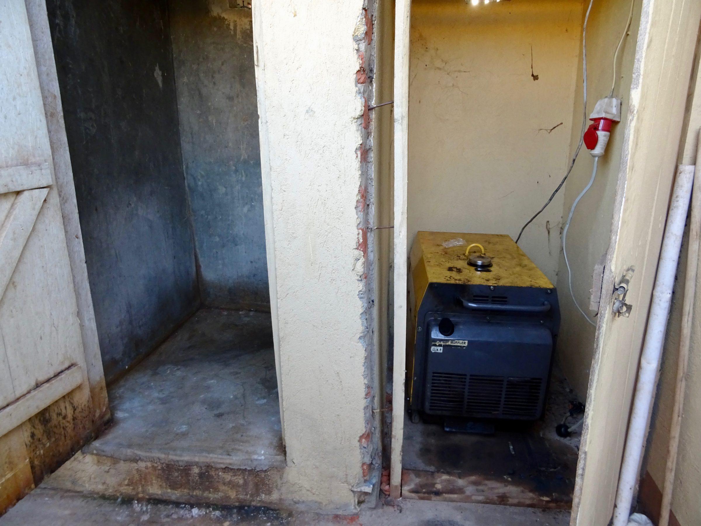 De 'douche' van het guesthouse in Purongo