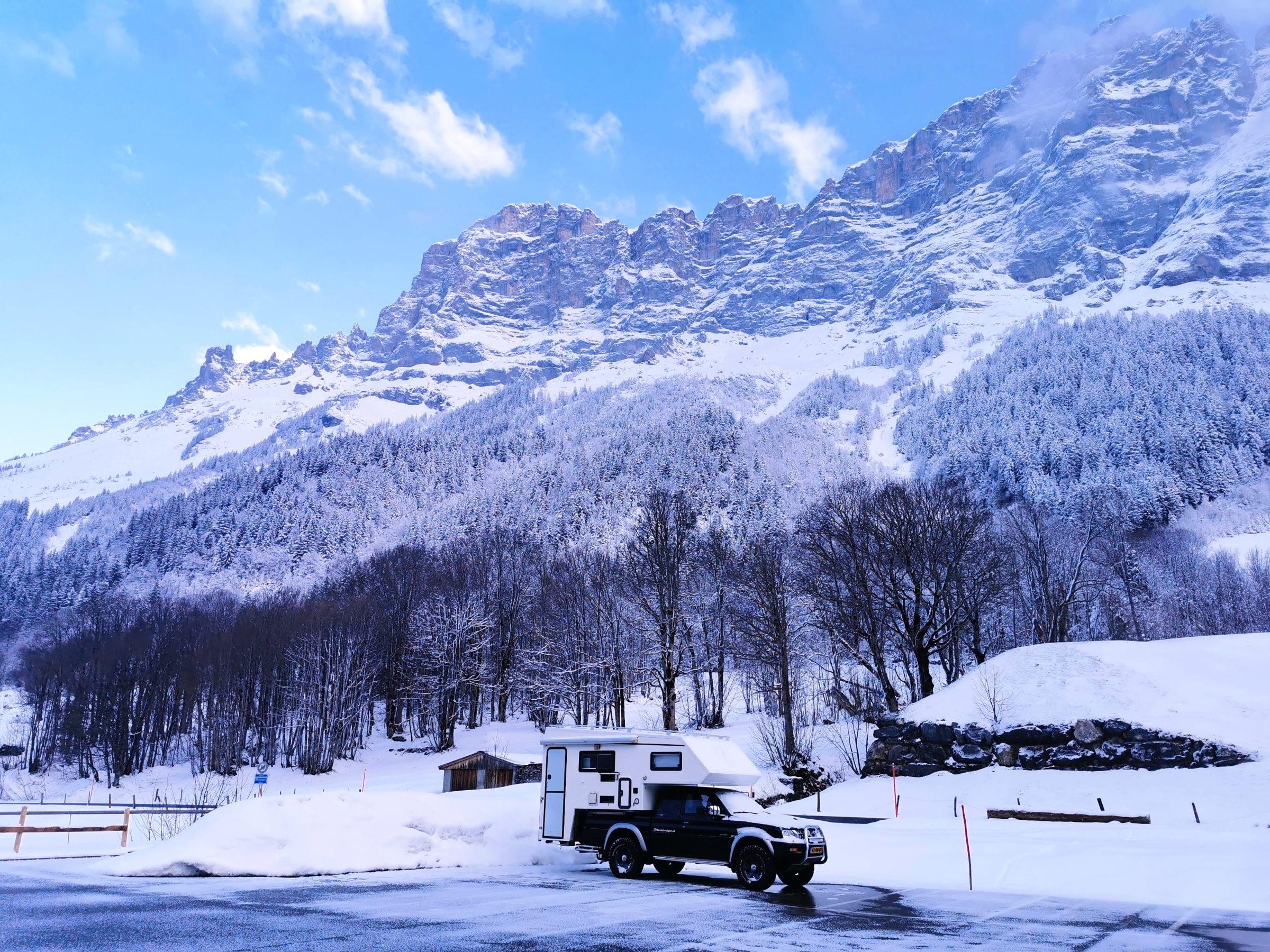 Sneeuwkettingen kunnen tijdens je roadtrip door Zwitserland altijd van pas komen