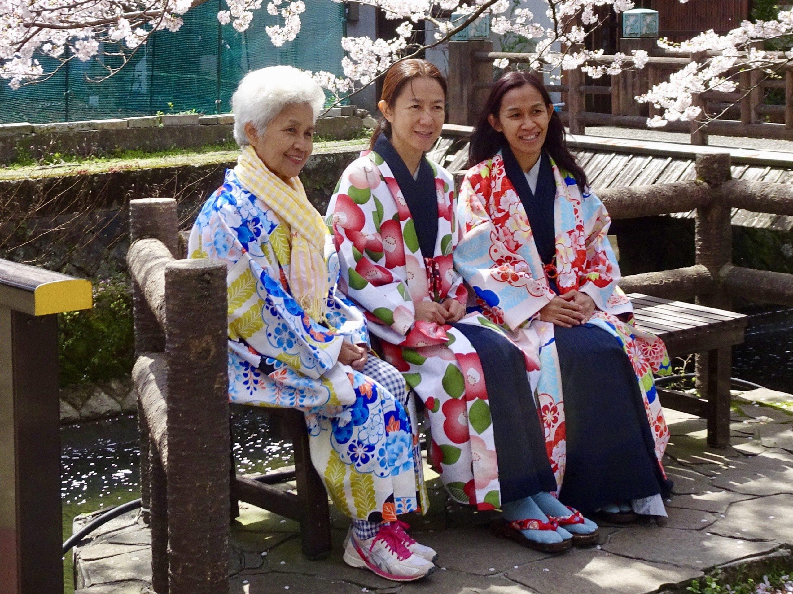 Drie dames in Kinosaki